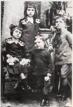 Ya estaban José, Herminia, Carmen y Juan  Manuel. Aún no habían llegado Celia y Toto
